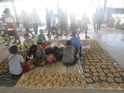 131_Madang  Town Market  Peanuts