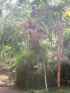 338_Koglni Village  Melpa (local tribe) Haus Krai (child funeral)  Advising other clan members