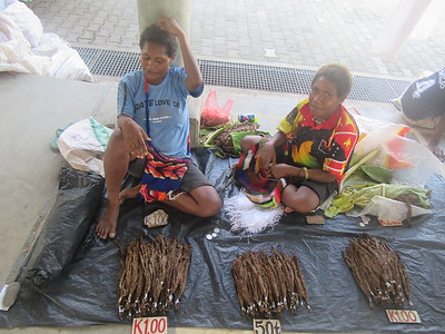 130_Madang  Town Market  Tobacco  Home grown  Roll in newspaper and smoke