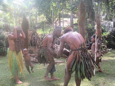 342_Koglni Village  Melpa (local tribe) Haus Krai (child funeral)