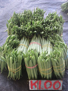 139_Madang  Town Market  Beans from Highlands  1 bunch for 1 Kuna ($0 70CND)
