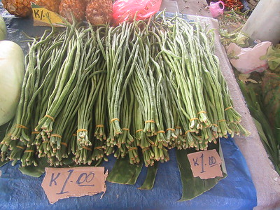 141_Madang  Town Market  Madang Beans  1 bunch for 1 Kuna ($0 70CND)