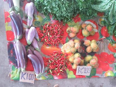 155_Madang  Town Market  Eggplants, Chilis, Rabatan fruit