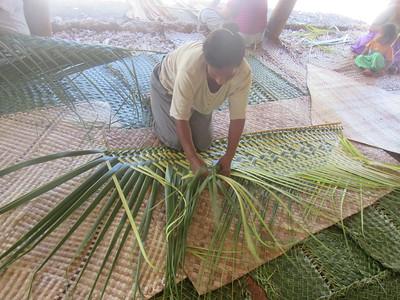 030_Tarawa Atoll  North Tarawa  Rootin Community (traditional village)