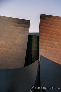 the sunset sun reflectiong on the stainless steel panels of the Walt Disney Concert Hall in Los Angeles - www.albertomesircaphoto.com