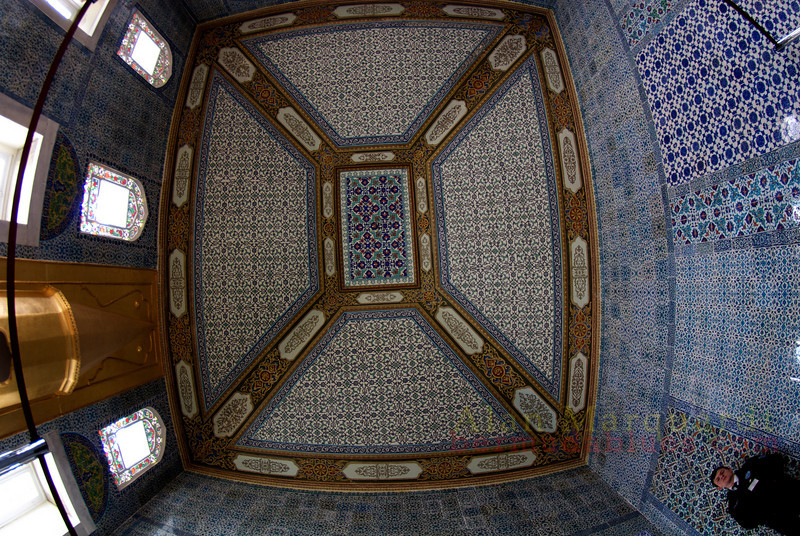 One of the many rooms, with tiled walls and ceilings in the Topkapi Palace, Istanbul, Turkey.