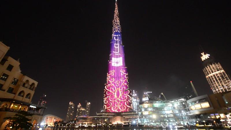 Video: Burj Khalifa and Dubai mall Fountains