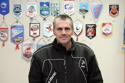 Марат Усманович Сингатулин в течение пяти лет тренировал Евгения Дадонова в хоккейной школе