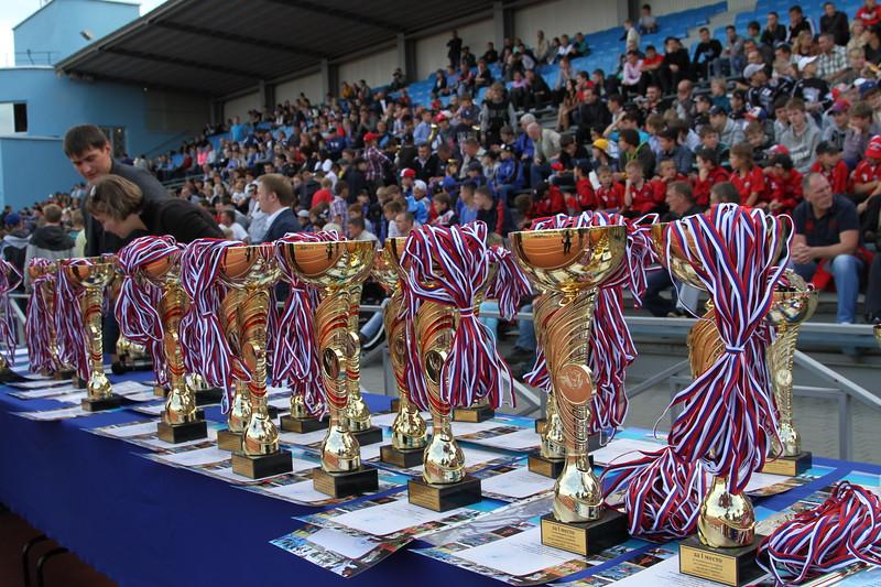 30 августа на стадионе легкоатлетического комплекса имени Елены Елесиной в Челябинске прошло торжественное награждение победителей и призеров чемпионата города Челябинска сезона 2013-2013