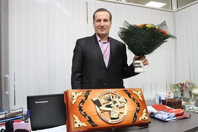 19 ноября исполняется шестьдесят лет директору челябинской хоккейной школы имени Сергея Макарова – Юрию Михайловичу Макарову