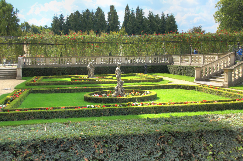 There was a very large garden behind the Schöbrunn palace