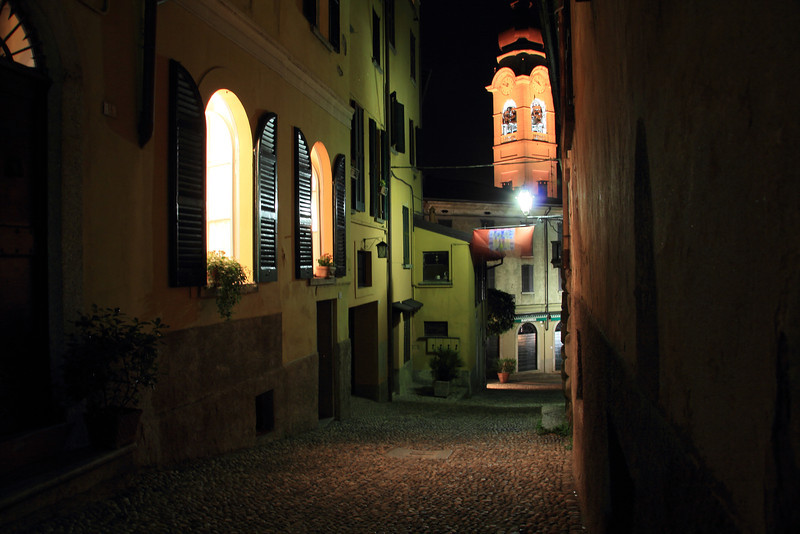 Menaggio's streets at night