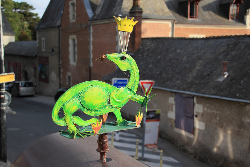 Dragon in Amboise. In the background is the Clos Luce, where Leonardo de Vinci spent the last three years of his life
