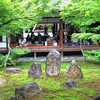The focal point of Kennin-ji Temple: three rocks that are said to resemble Buddha and two others. The courtyard can be seen from every direction.