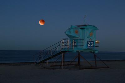 Blood Moon over Ponto Beach
