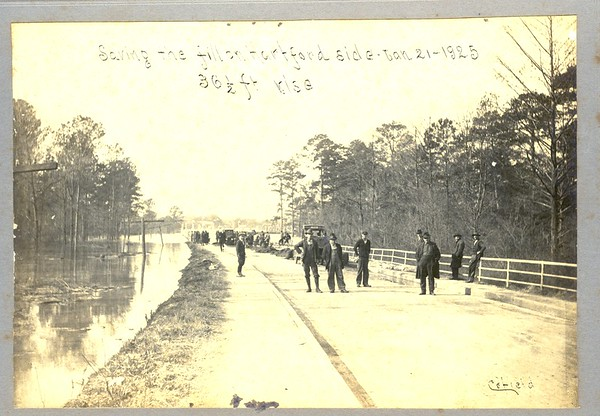 Jan 1925 Flood on Bridge