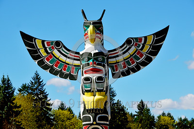 TotPol 00006 A well done good condition colorful bred of prey inspired totem pole, totem pole picture by Peter J Mancus