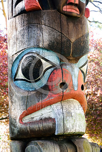 TotPol 00011 A colorful weathered probable beaver inspired large single tooth totem pole detail, totem pole picture by Peter J  Mancus