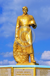 GolSovSol 0001 A large gold statue tribute in Ukraine in honor of Soviet World War II era soldiers, statue picture by Peter J  Mancus