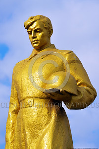GolSovSol 0003 A large gold statue tribute in Ukraine in honor of Soviet World War II era soldiers, statue picture by Peter J  Mancus