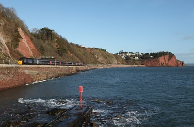 43321 heads along the Teignmouth seawall 02012012