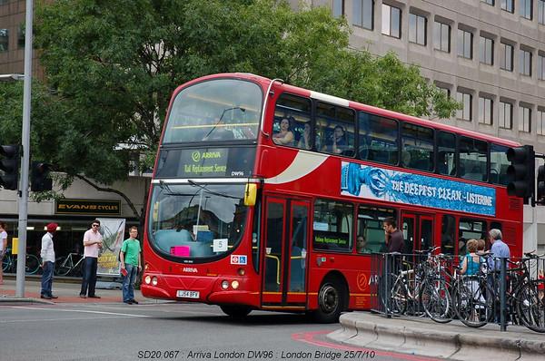 Arriva London DW096 100725 London Bridge [jg]
