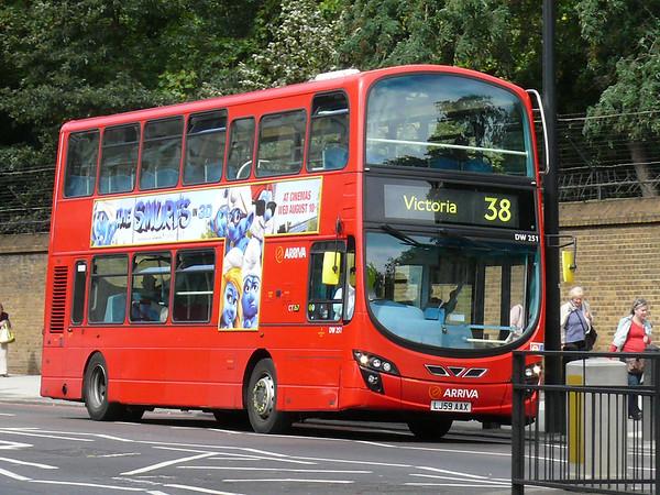 Arriva London DW251 110905 Grosvenor Place