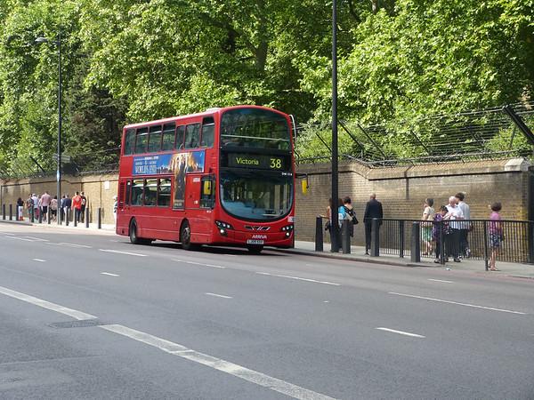 Arriva London DW214 130821 Grosvenor Place