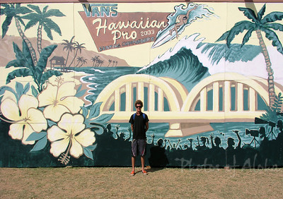 Drew in front of his mural  Ali'i Beach Park 2003 Andrew Miller, artist