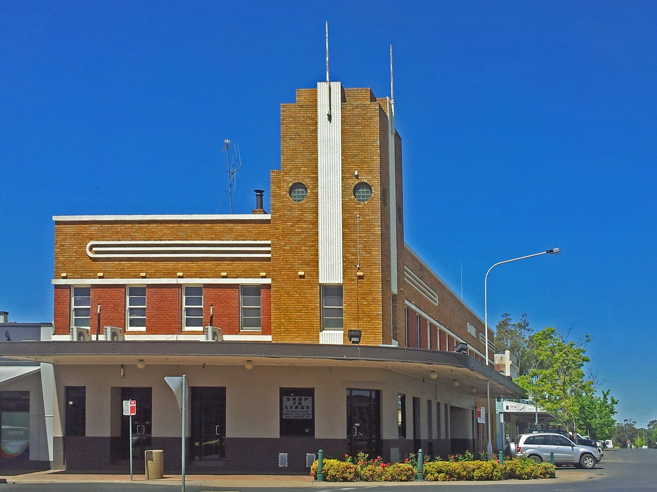 16 October 2013: Former hotel, Forbes, New South Wales.