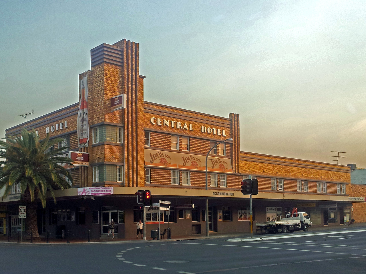 18 October 2013: Central Hotel, Peel Street, Tamworth, New South Wales.