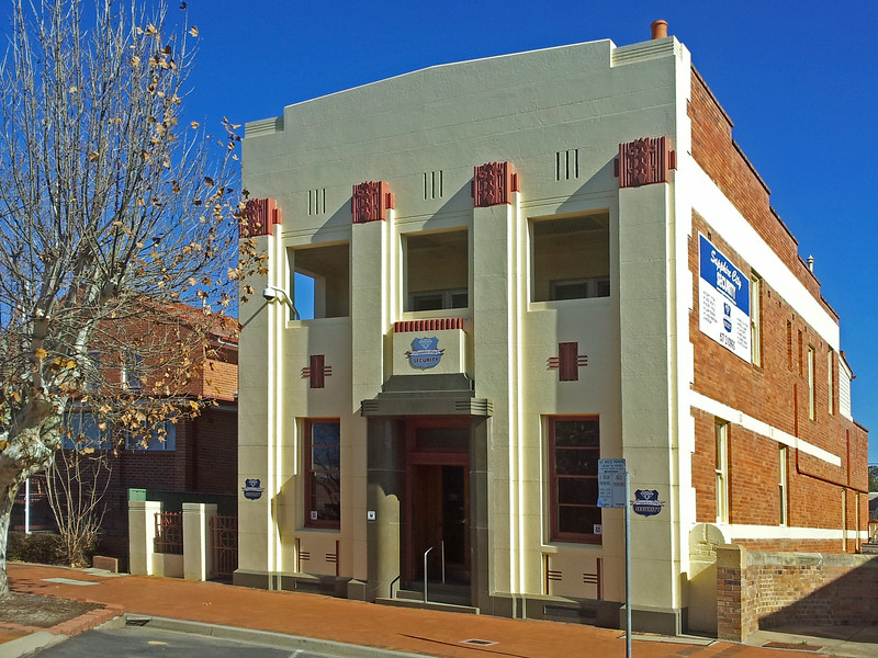 1 August, 2014: Former bank building, Inverell, New South Wales.