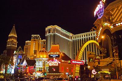 Feliz Navidad Las Vegas NVP18x12x300_0333
