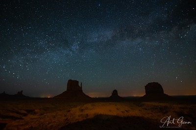 Milkyway over Mittens Monument Valley