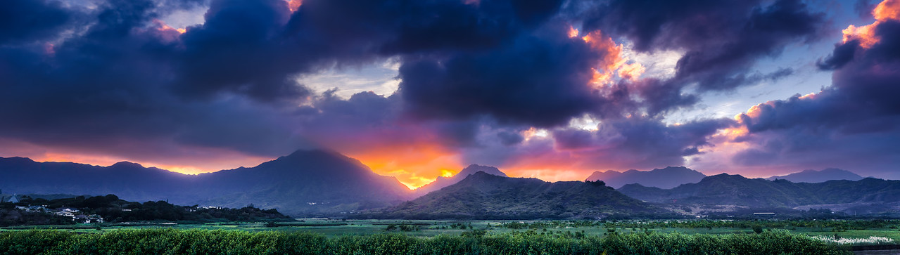 Sunset over the Koolau Mountains, Oahu, Hawaii