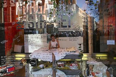Art -Kunst;72 timer i Nørgårds butiksvindue;
