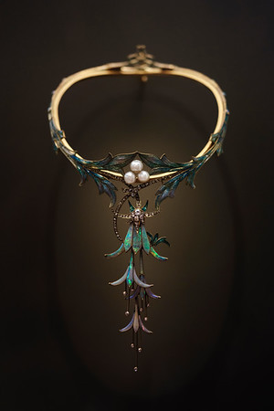 "Art nouveau necklace ""Fuchsias"" by Georges Fouquet, 1905. Petit Palais, Paris."
