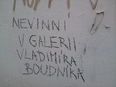 Nečekaná galerie na jedné brněnské zdi poblíž Mendláku originálně oživila ošklivé místo. Skvělý nápad!