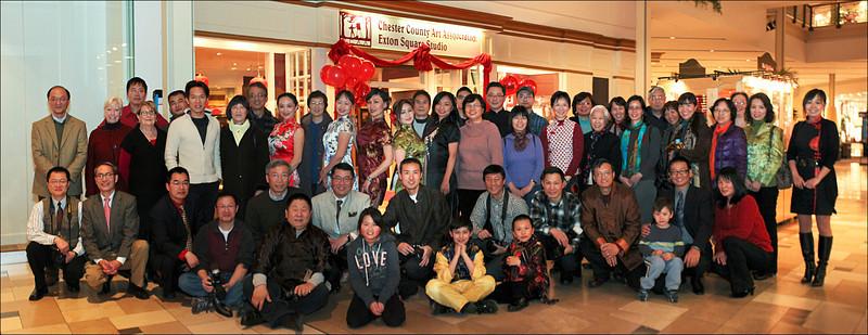2012中国龙年《根源摄影展》开幕式部分来宾合影 ——贾新洪