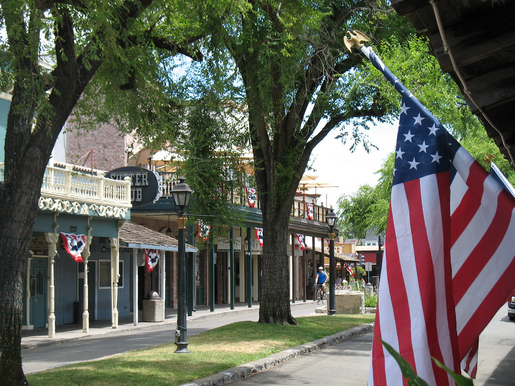 Sutter St, Folsom, CA.  July 4, 2006. Image Copyright 2006 by DJB.  All Rights Reserved.