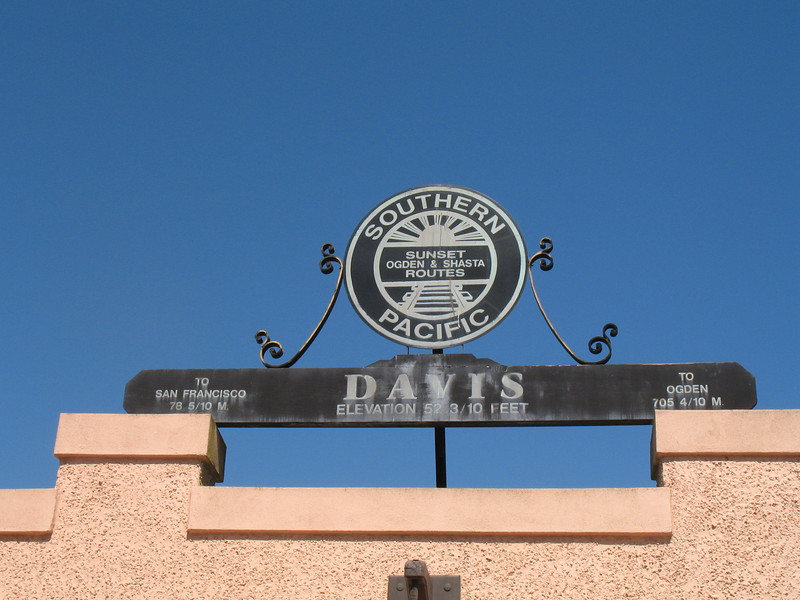 Davis, CA.  July 2006. Image Copyright 2006 by DJB.  All Rights Reserved.
