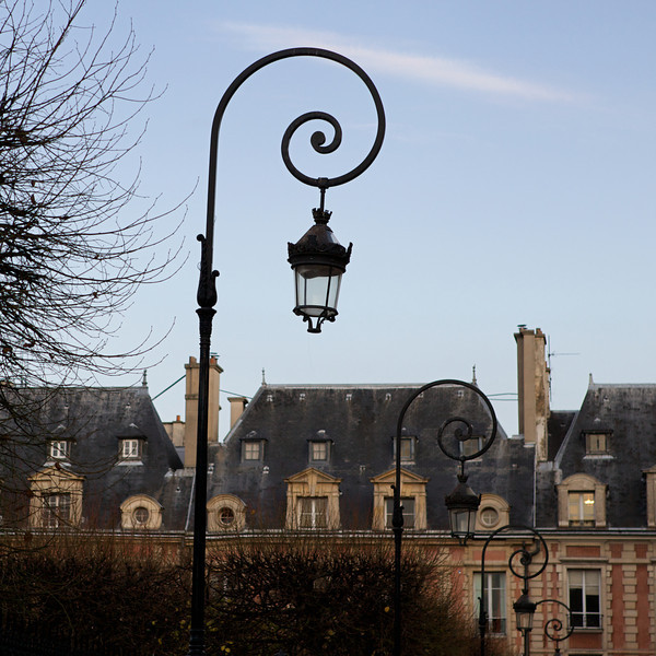 """P"" lamp post at the Place des Voges"