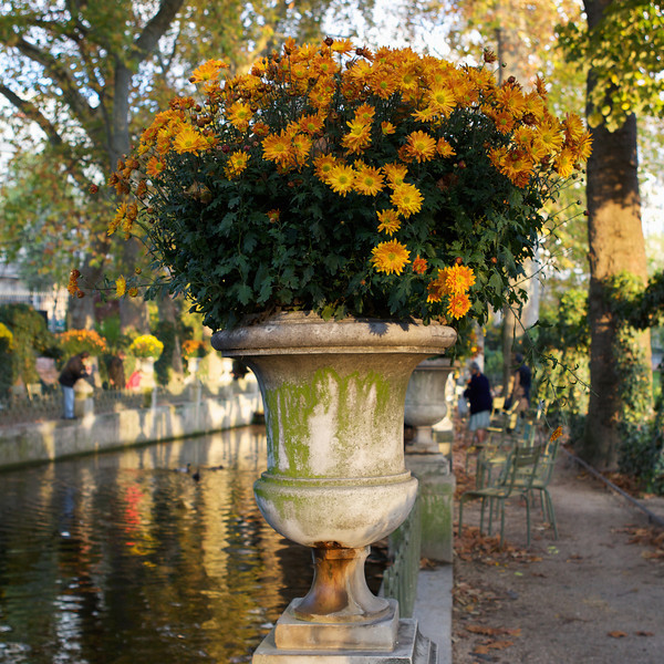 """U"" urn at the Jardin du Luxembourg"