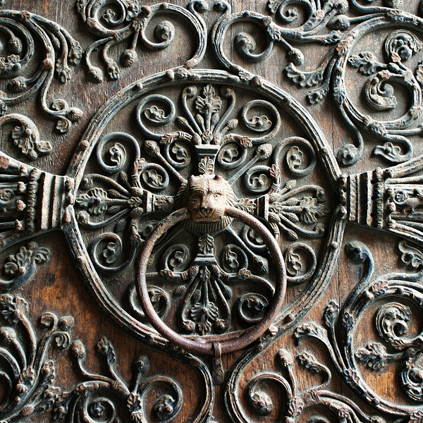 """O"" A doorknocker at Notre Dame"