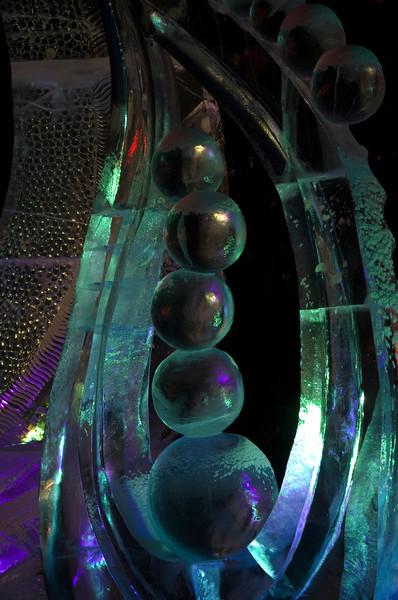 189  G Ice Sculpture Night Favorite Close V