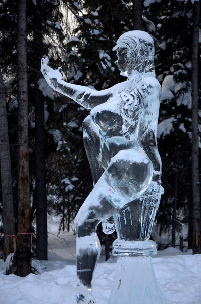 44  G Ice Sculpture Woman V