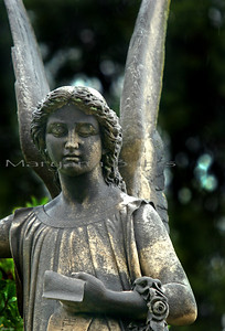 Riverside Cemetery. Angel with garland
