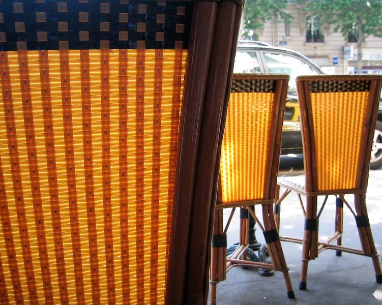 Chairs near des Champs Élysées.jpg