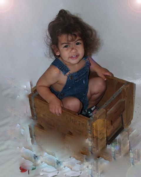 Amari in box w:spot lite20050101_0066