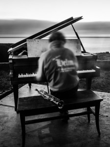 Mauro Ffortissimo's Baby Grand Piano art installation in Half Moon Bay. 2 minute long exposure.